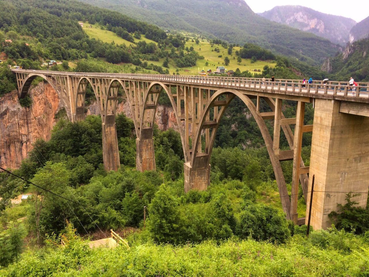 Дорога в Острог в Черногории: на машине от Которского залива